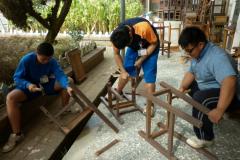 7C83996A-95D6-4383-A042-75064D4D62F8_木工課舊課桌椅拆除做環保家具